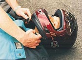 Helm abnehmen